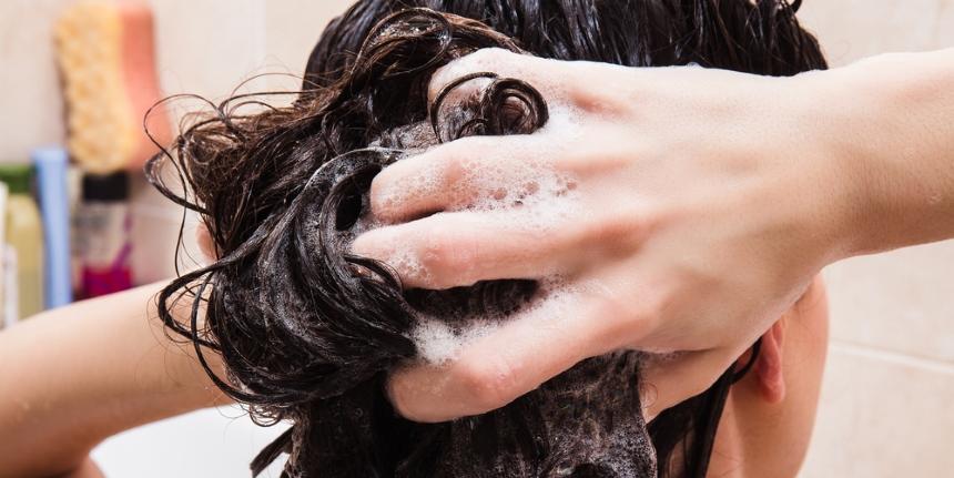 Uważaj na szampony przeciwłupieżowe i kosmetyki