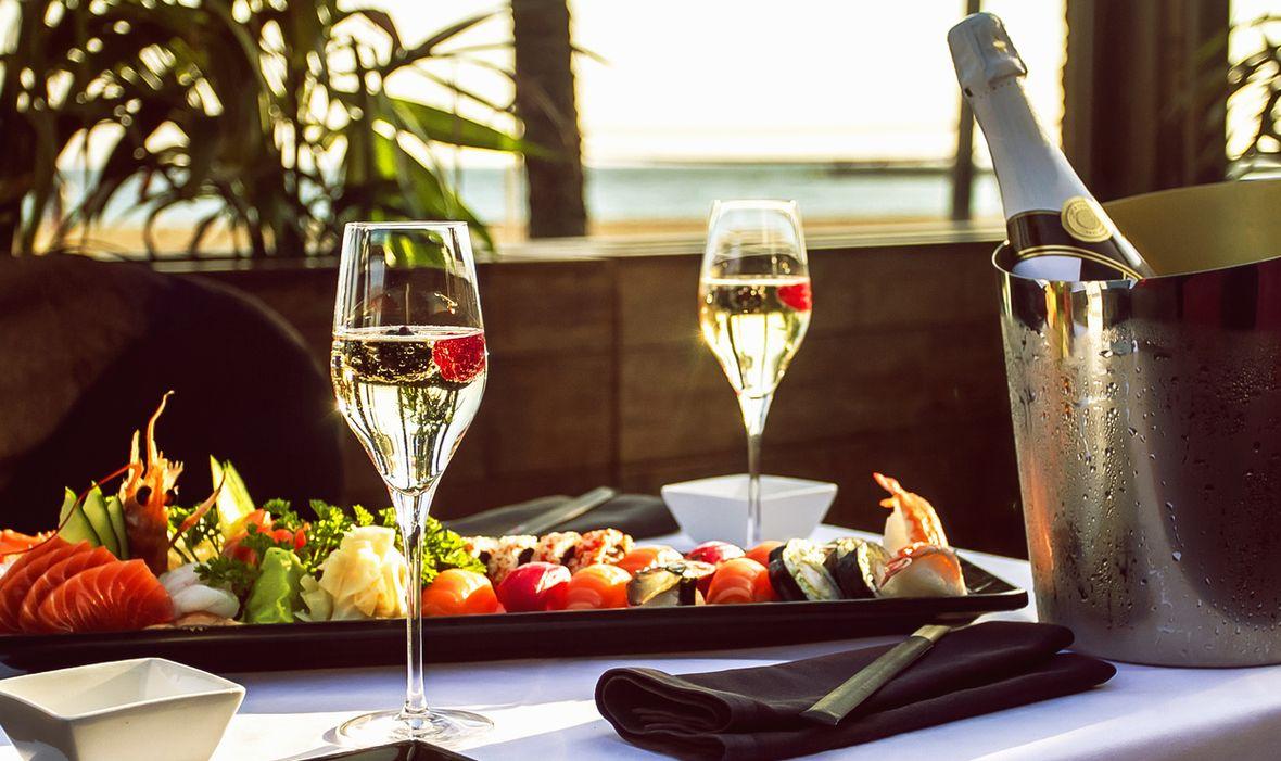 Nie mylmy prawdziwego szampana z popularnym winem musującym