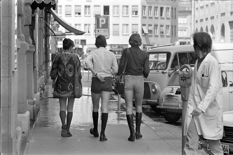 Panowie w szortach w latach 70.