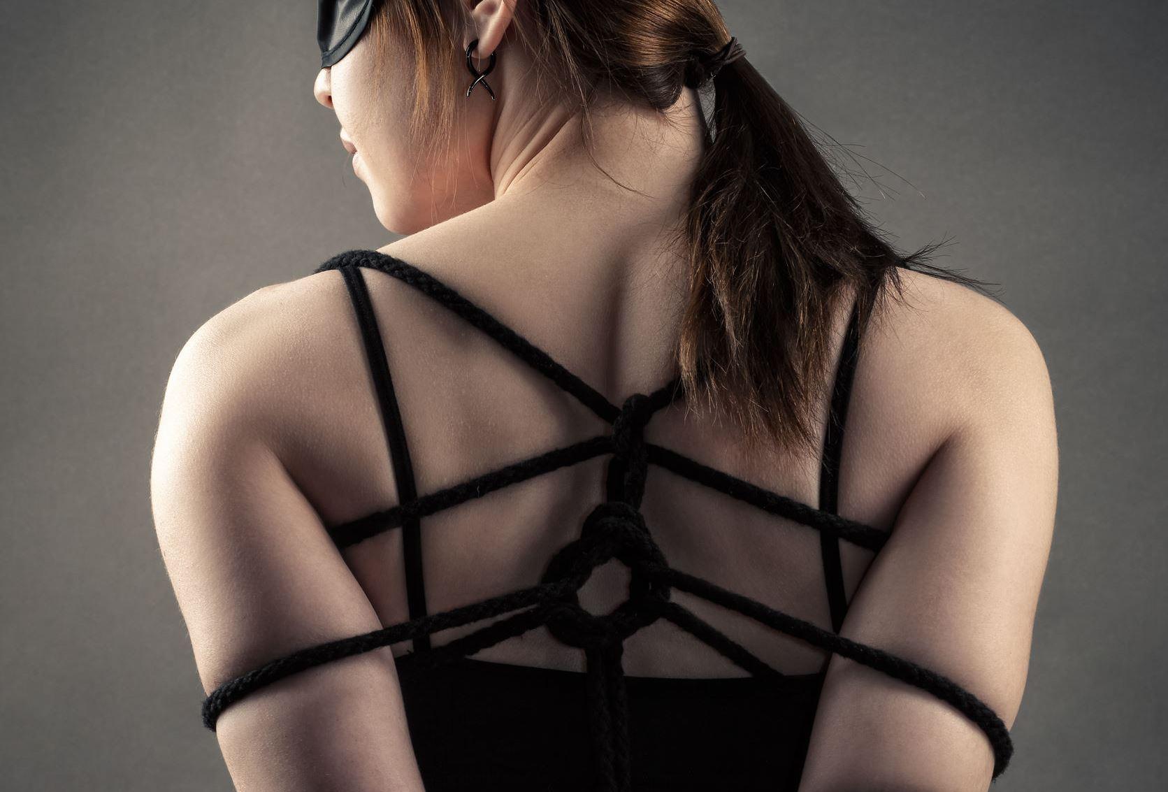 Seks grupowy bondage