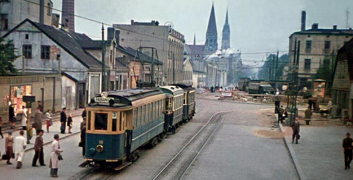 Tramwaj na ulicy w Łodzi w czasie, gdy nazywała się Litzmannstadt